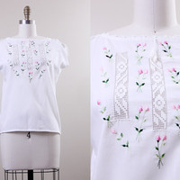 hippie top / 1960s boho shirt / white cotton embroidered top / pink flowers size small S