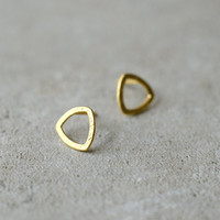 round triangle earrings, golden posts, minimalist gold earrings, hand made studs, simple everyday earrings, small earrings, gift for woman