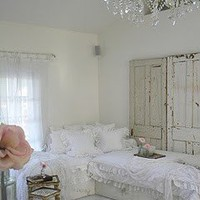 Amazing Bedrooms / shabby chic white bedroom