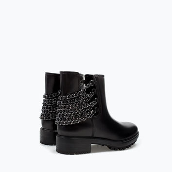 Leather bootie with chain