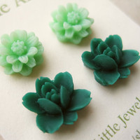 Flower Stud Earrings Set. Mint Green Daisy Earrings, Emerald Lotus Flowers, Resin Earrings, Stud Earrings. Flower Jewelry. FSE2.