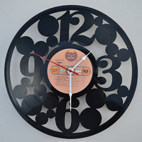 vinyl record clock (artist is Foghat)