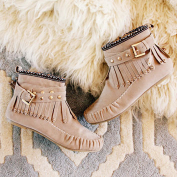 Mountain Gypsy Moccasins in Taupe
