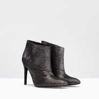 High heeled leather bootie