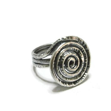 hammered silver ring. oxidized spiral. sacred ring. rustic. forged ring. metalwork artisan handmade