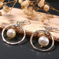 Pearls earrings, sterling silver and pearl earrings, bridesmaid earrings, freshwater pearls