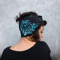 Turban headband in gray viscose jersey knit, turquoise geometric rose hand print