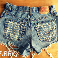 Levis Wave Denim Jean Shorts (Size SMALL-MEDIUM)