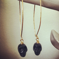 Gold plated hammered wire skull drop earrings