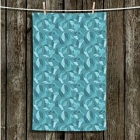 https://www.dianochedesigns.com/towel-julia-grifol-blue-leaves.html