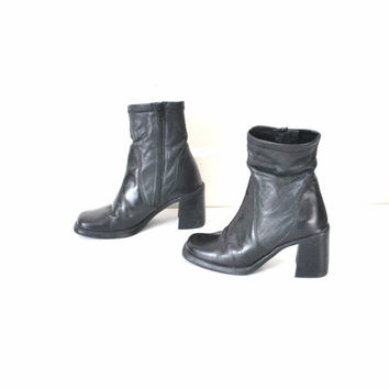 size 7.5 chunky chelsea boots / black leather 90s chunky heel platform ankle booties