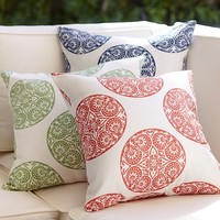 GRETA MEDALLION INDOOR/OUTDOOR PILLOW