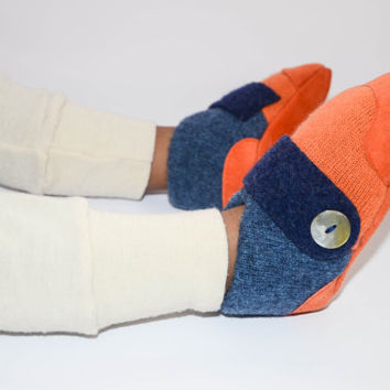 Cashmere Slipper Socks, Boy's Soft Cashmere Shoes, Eco-friendly and Non-Slip Leather Soles: Size Kids 7.0 - Youth 2.5.  Peek a boo!