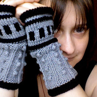 The Oncoming Storm: Dalek inspired Wristers Pattern PDF