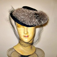 1940s Vintage Black Fox Fur Trimmed Felt Tilt Hat Back Band Hollywood Style