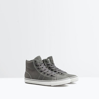 Lined topstitched sneaker