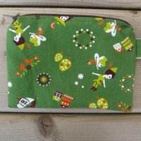 Retro-Inspired Green Peter Pan Wristlet