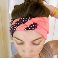 knotted turban Headband made of elastic fabric in violet polka dots and salmon color