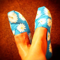 Hand painted toms, Daisy print