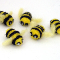 5 Needle Felted Bees - Cute felt bumblebees - felted animals - small summer decorations -
