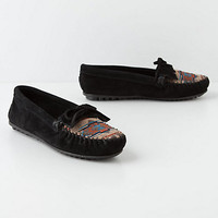 Minnetonka Moccasins, Stitches