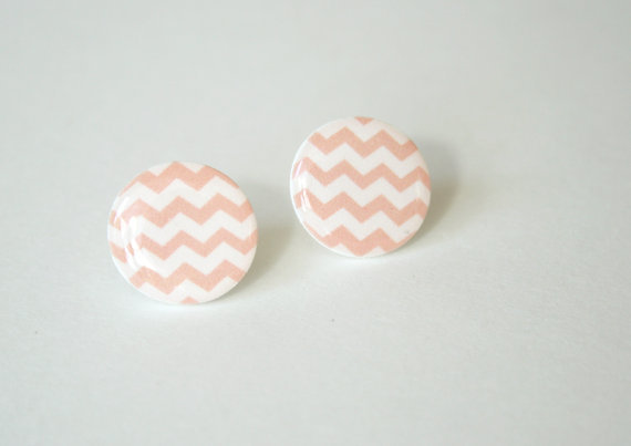 Zig-Zag Patterned Post Earrings in Pink