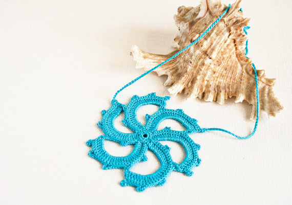 Beach Fashion Crochet Pinwheel Necklace
