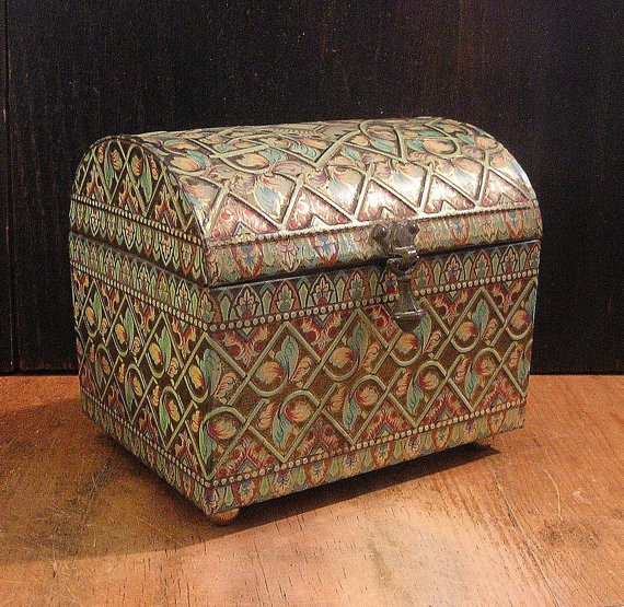 Swoon Worthy - Beautiful Vintage English Treasure Chest Tin Box FREE SHIPPING