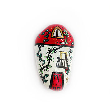 Winter decor house in red and gold magnet handpainted in stone
