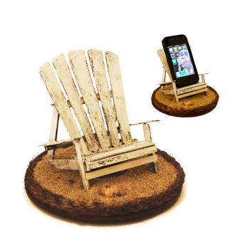 iBeach in Rustic White - A multi-functional iPhone stand