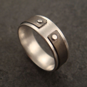 Narrow the Gap: a ring in sterling silver and titanium