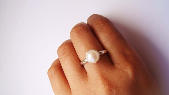 Classic Pearl Ring- Made To Order S.. on Luulla