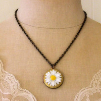 White Daisy Vintage Locket Necklace on Luulla