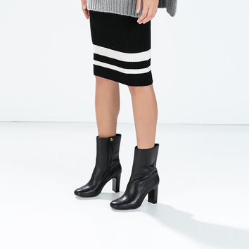 Tube skirt with striped hem