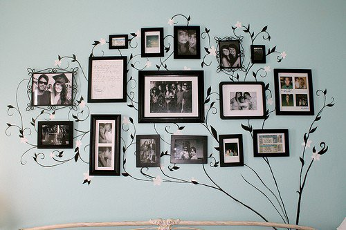 Home decor / I am totally doing this.....Picture tree.
