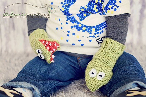 Knitting Pattern For Puppet Mittens : Crocodile Puppet Mittens - small child from ...