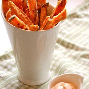 Guaranteed Crispy Sweet Potato Fries & Sriracha Mayo Dip | The Art of Doing Stuff