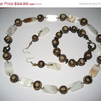 "SALE Set of necklace, bracelet and earrings from felt rolls and shells ""Whisper of the Sea Sand"""