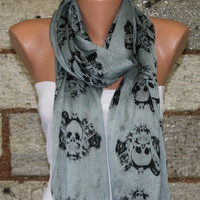 Gray  Scarf  - Fabric Large Skulls - fatwoman