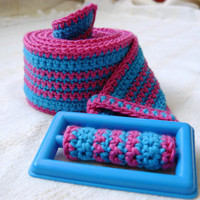 Summer crochet belt in blue and fuchsia