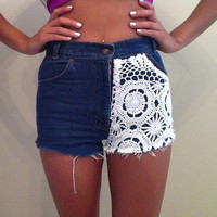 AllThingsGold | High-waisted Levis with crochet detail