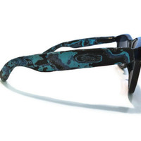 Blues-y Black-faced Wayfarers