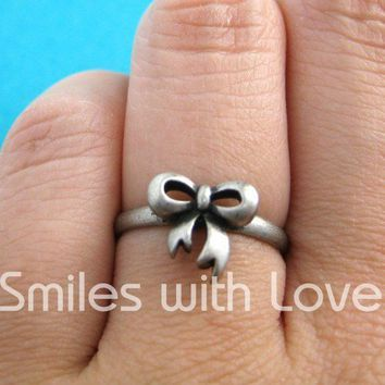 Adjustable Bow Tie Ribbon Ring in Silver