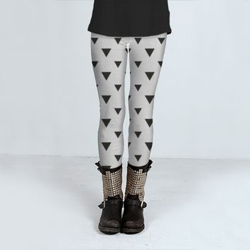 Black and white triangles by Allyson Johnson (Leggings)