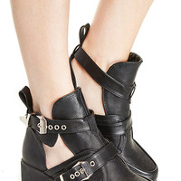 DailyLook: Utility Cutout Buckle Boots in Black 5.5 - 10