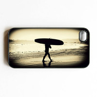 "Iphone Case. ""Surfer's Silhouette"". Surfer. Surfboard. Ocean. Beach. Black and White. Retro. Silhouette. Iphone 4 case. 4s case. gift"