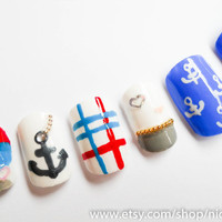 Nautical Fingernails in Medium Length