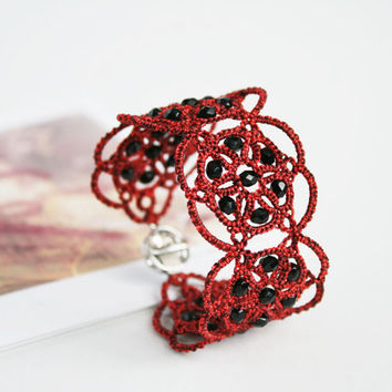 Red lace bracelet Poppies, red bracelet with black beads, tatted bracelet, tatting jewelry, lace jewelry.