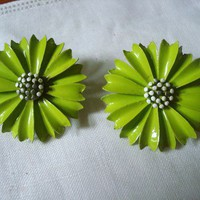 Vintage Crown Trifari Enamel Daisy Clip On Earrings