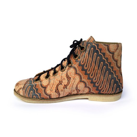 Ethnic batik art canvas shoe, wood carving pattern